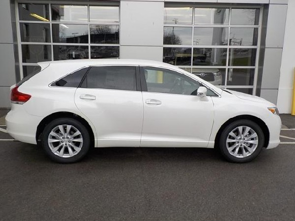 Selling My 2013 Toyota Venza Le