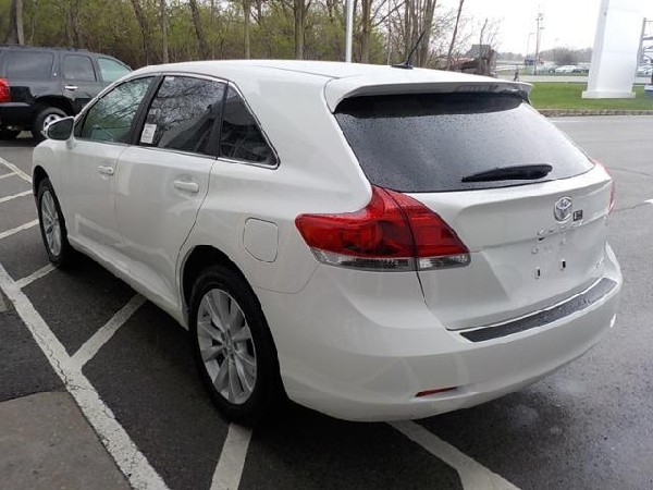 Selling My 2013 Toyota Venza Le 2