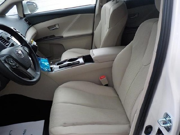 Selling My 2013 Toyota Venza Le 3