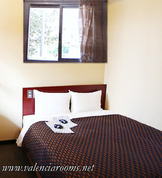 Affordable Private Rooms In Valencia, Spain10€ 2