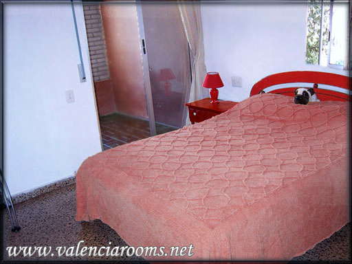 Affordable Private Rooms In Valencia, Spain10€ 4