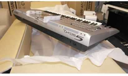 Yamaha Tyros 5 Workstation Arranger Keyboard
